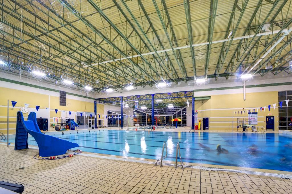 Piscine et maison des jeunes de varennes lavacon for Cout de construction piscine